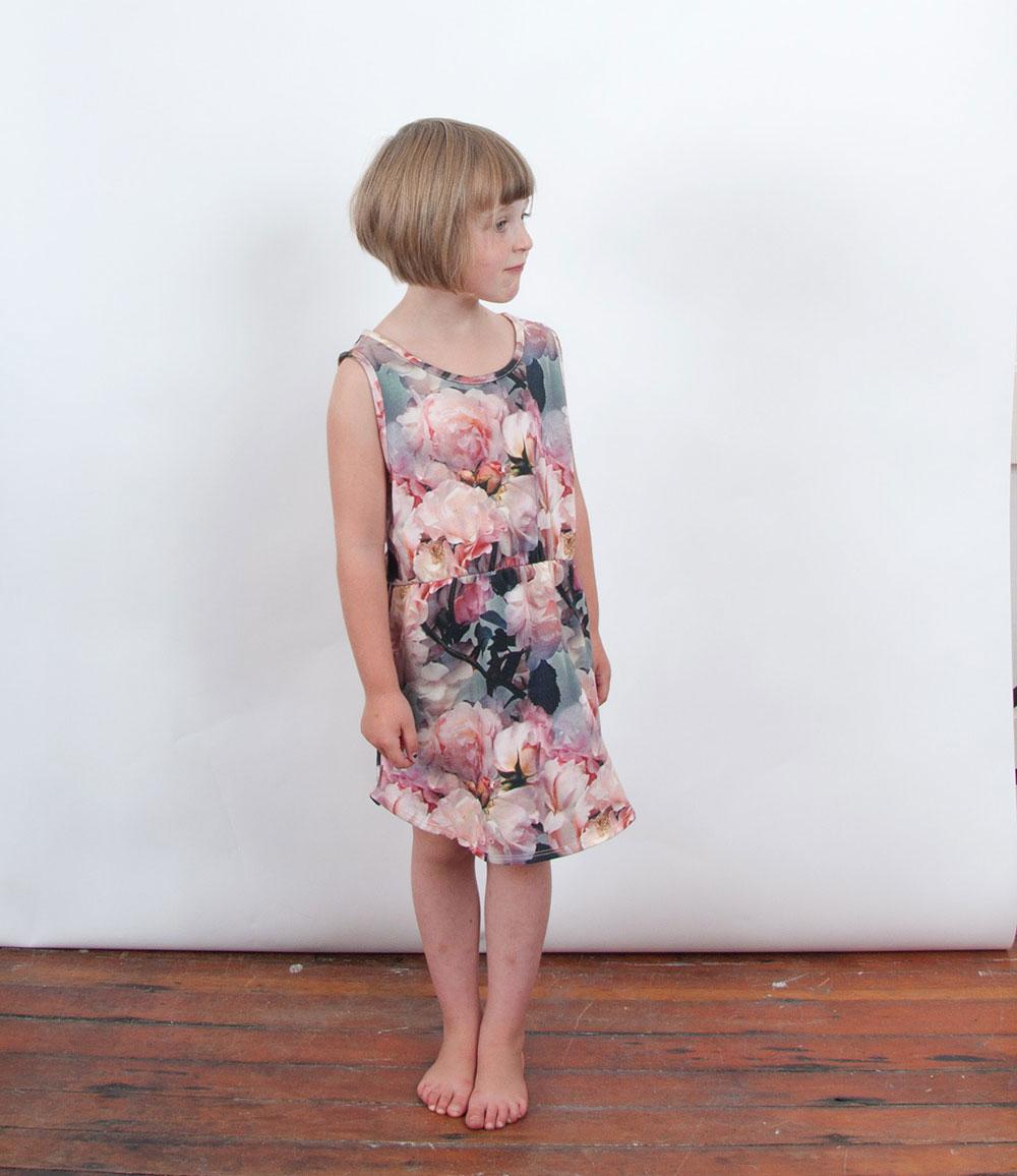 popupshop-ss15-meisje-bloemenjurk