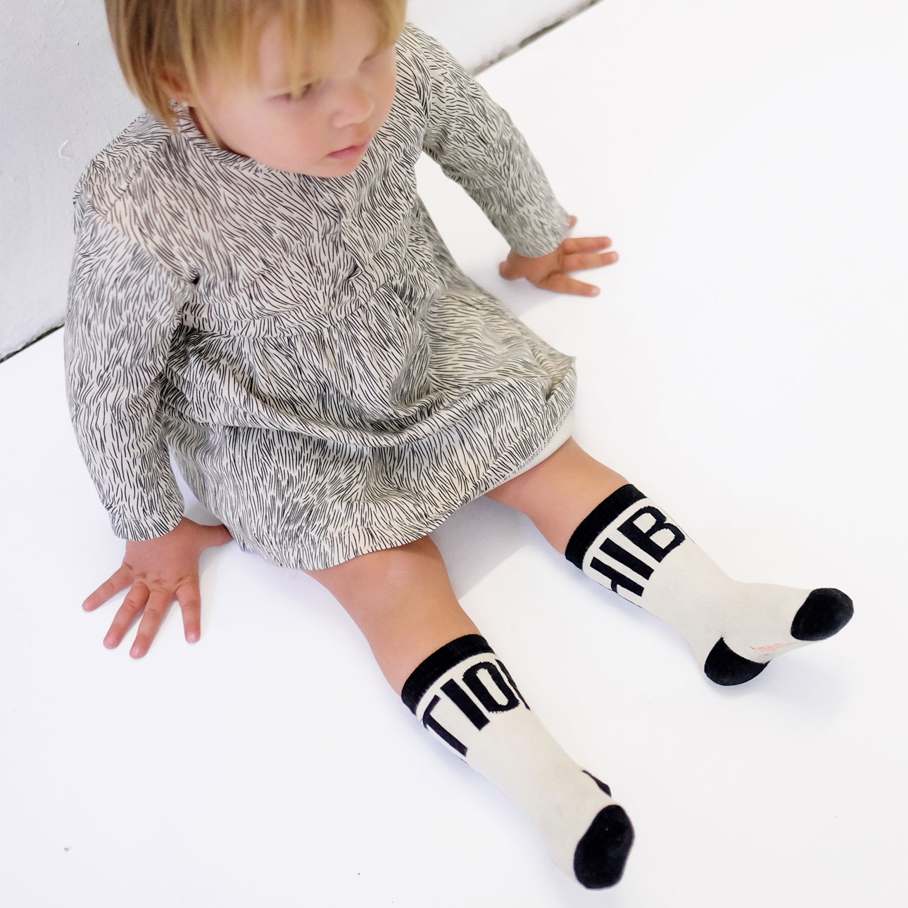 Tiny Cottons aw15 Hibernation zwart-wit berenjurk