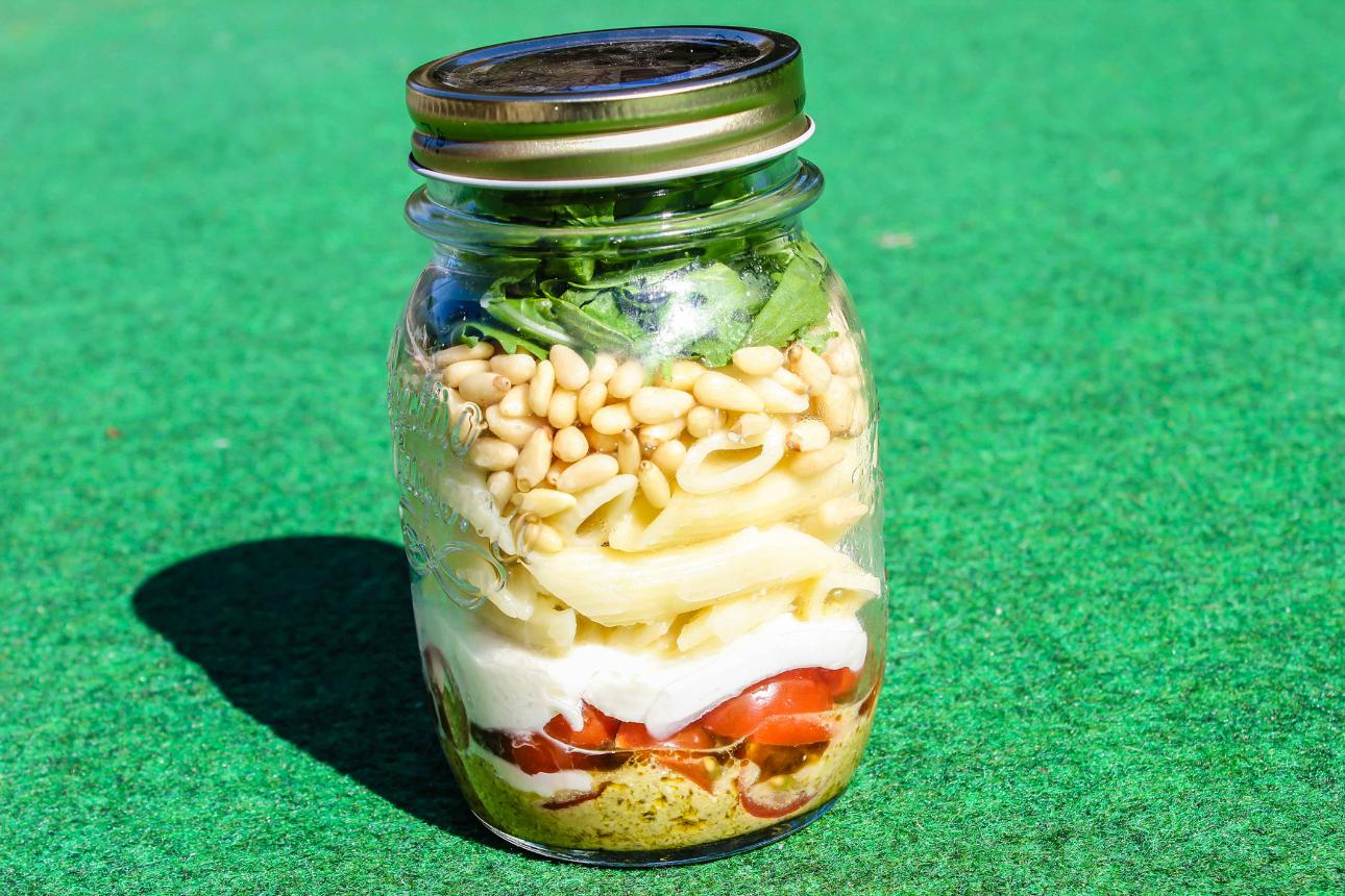 gezonde snacks voor onderweg - pasta salade in weckpot - vakantie met kinderen