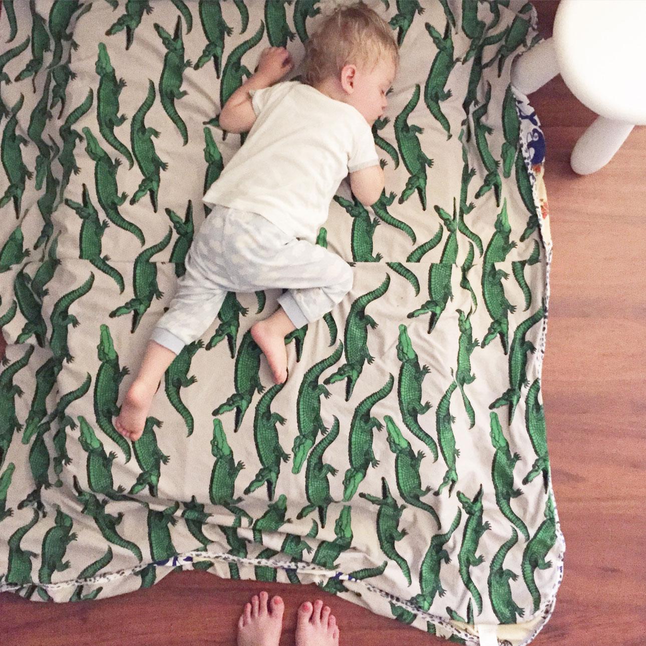 Mamalifestyle Marike augustus 2015 Javian slaapt
