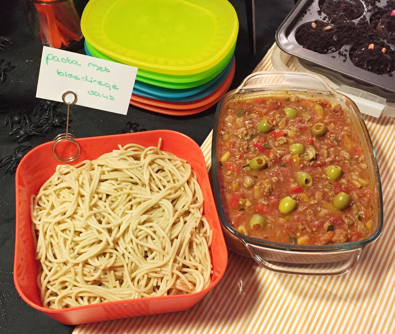 halloween recepten pasta met bloederige saus