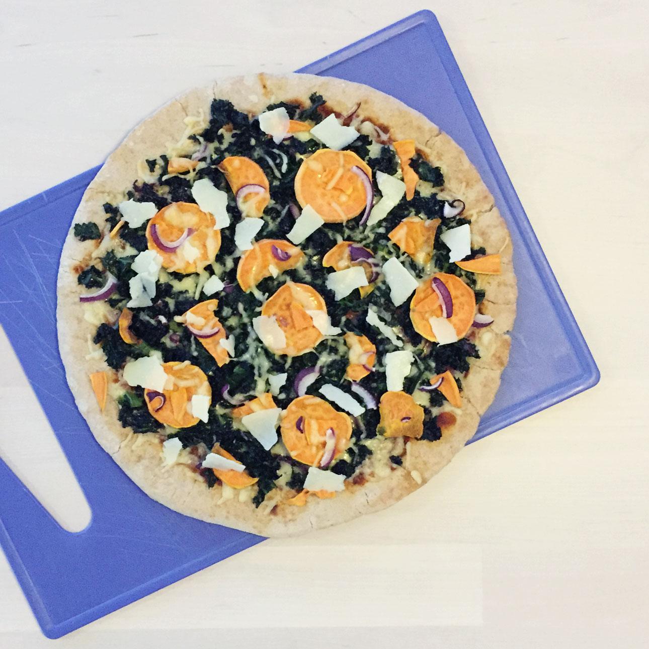 pizza boerenkool zoete aardappel rode ui