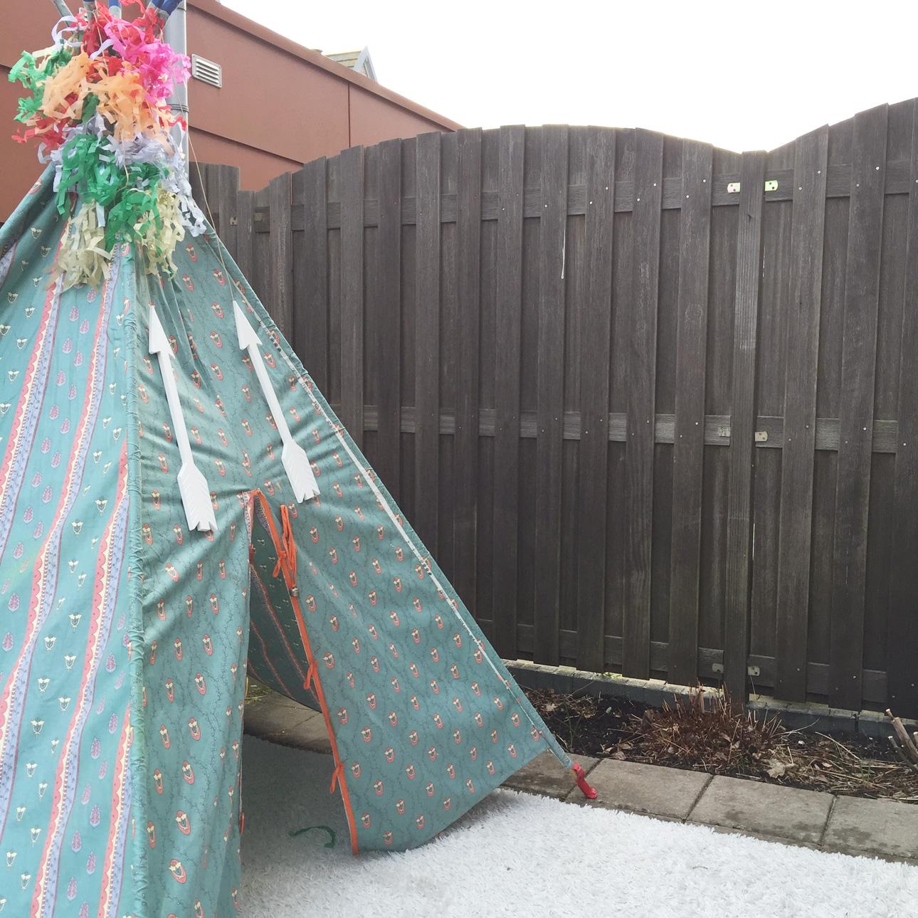 Indianen kinderfeestje pastel tipi buiten