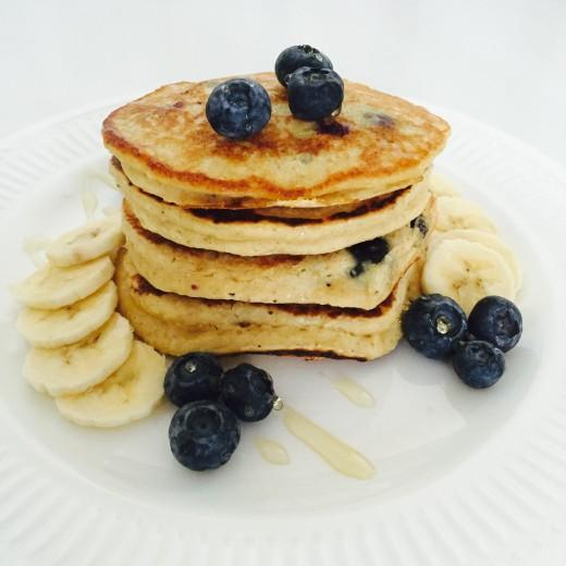 Havermout pannenkoeken met griekse yoghurt en fruit