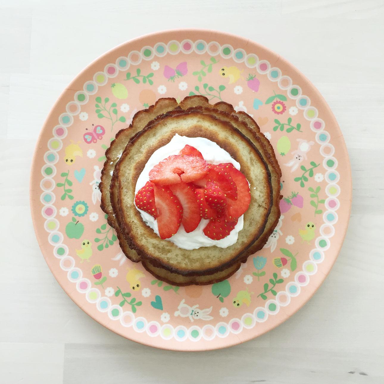 pannenkoekentaart met yoghurt zomers fruit