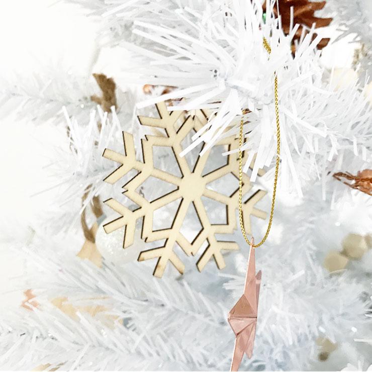 kindvriendelijke witte kerstboom houten hangers