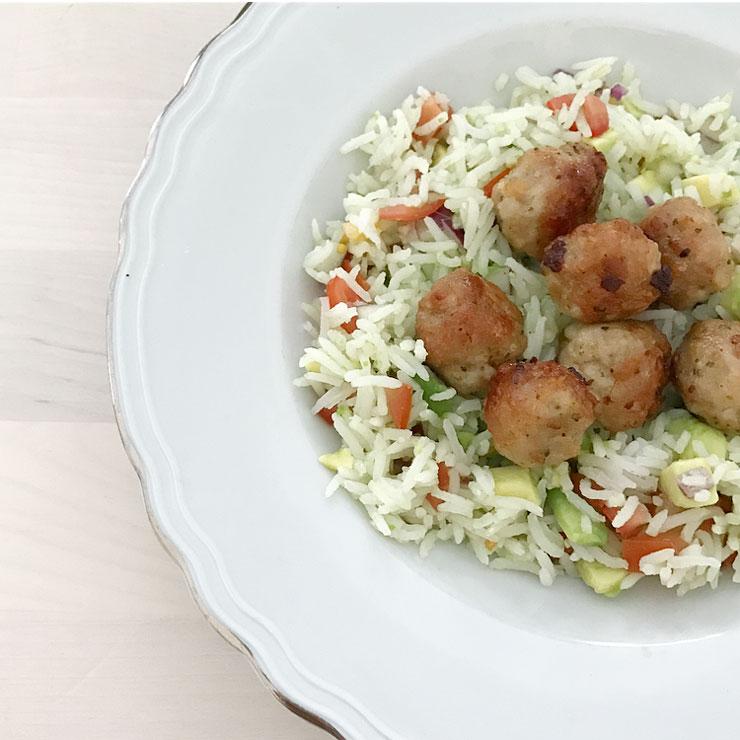 rijstsalade kippengehaktballetjes