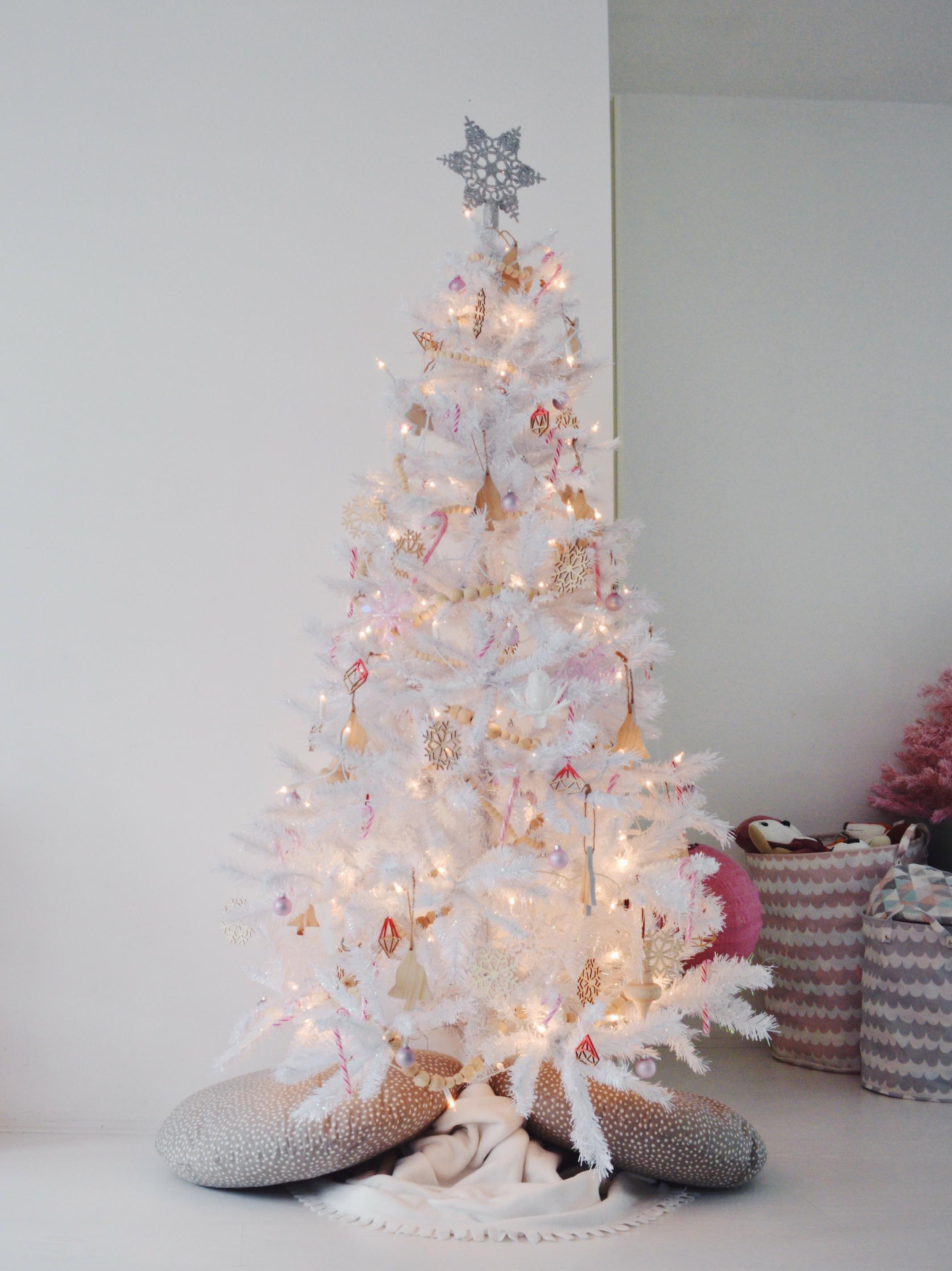 kersthuis 2018 witte kerstboom