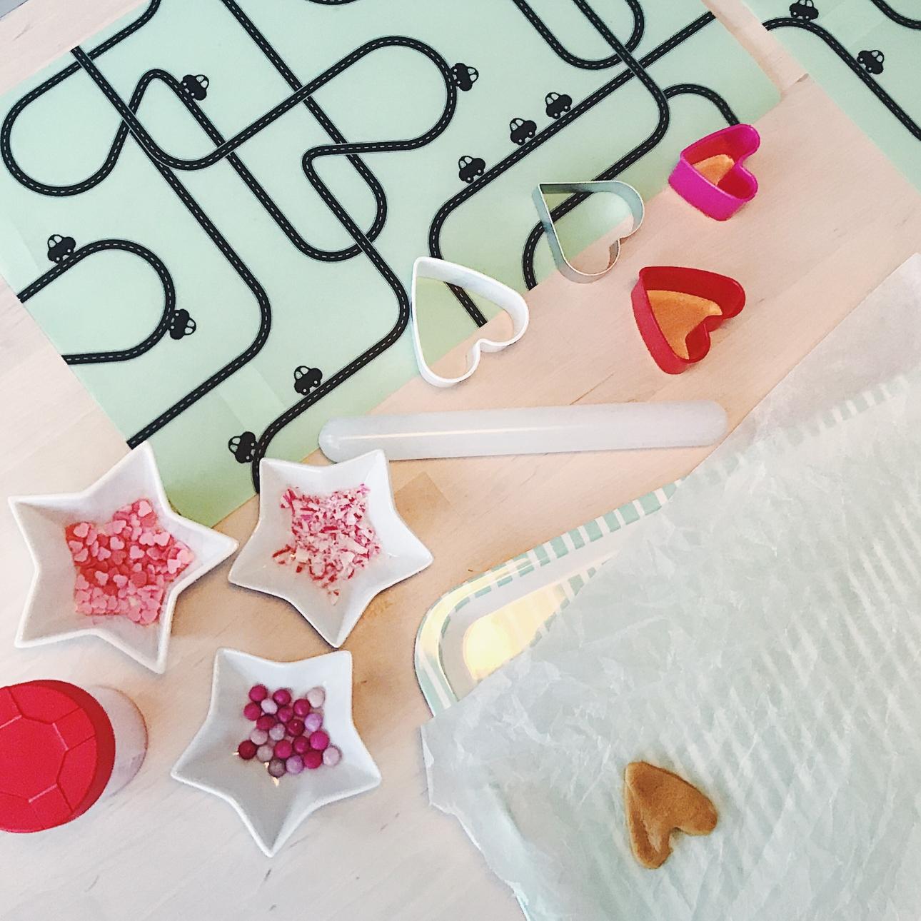 valentijnskoekjes maken sprinkles hartvormpjes