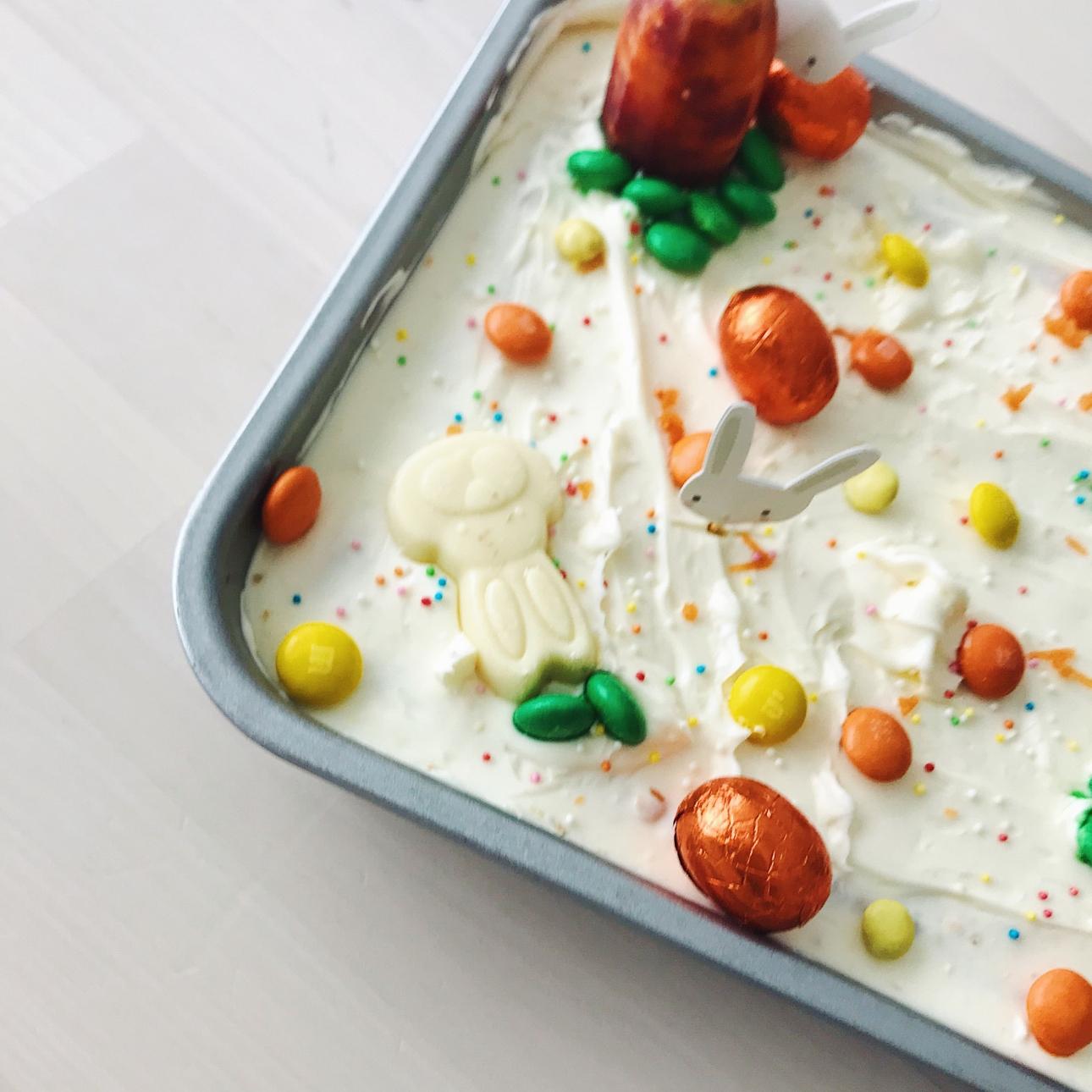 pasen carrot cake versierd paaseitjes