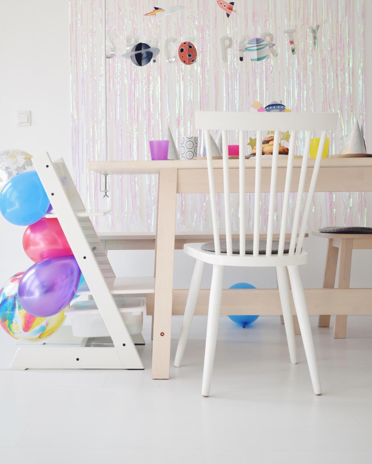 space party kinderfeestje tafel ballonnen