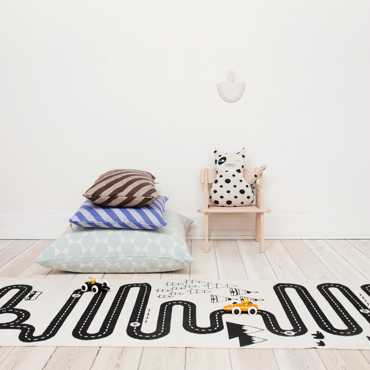 kinderkamer ideeen zwart-wit vloerkleed van OYOY mini