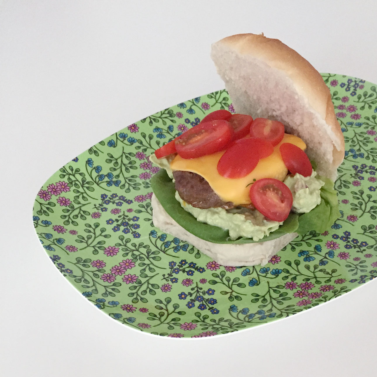 Mamalifestyle Marike augustus 2015 hamburger met guacamole