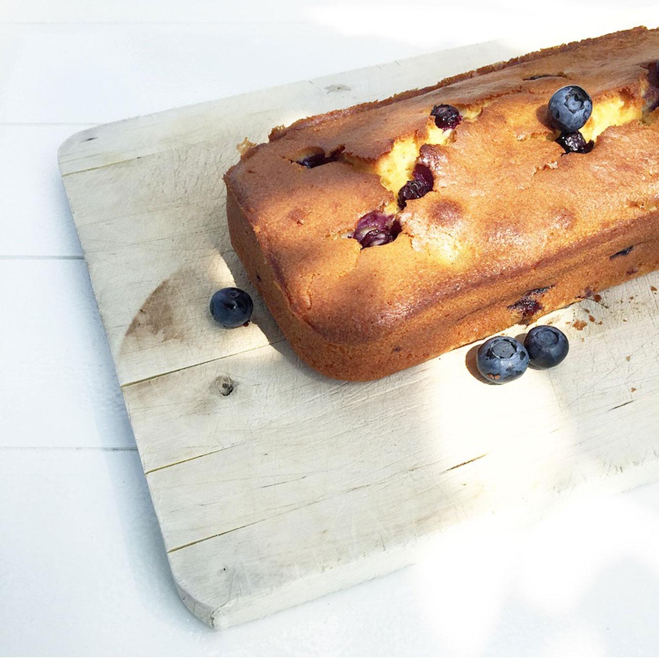 mamalifestyle juli 2015 14 cake bakken - blueberry yoghurt cake Donna Hay