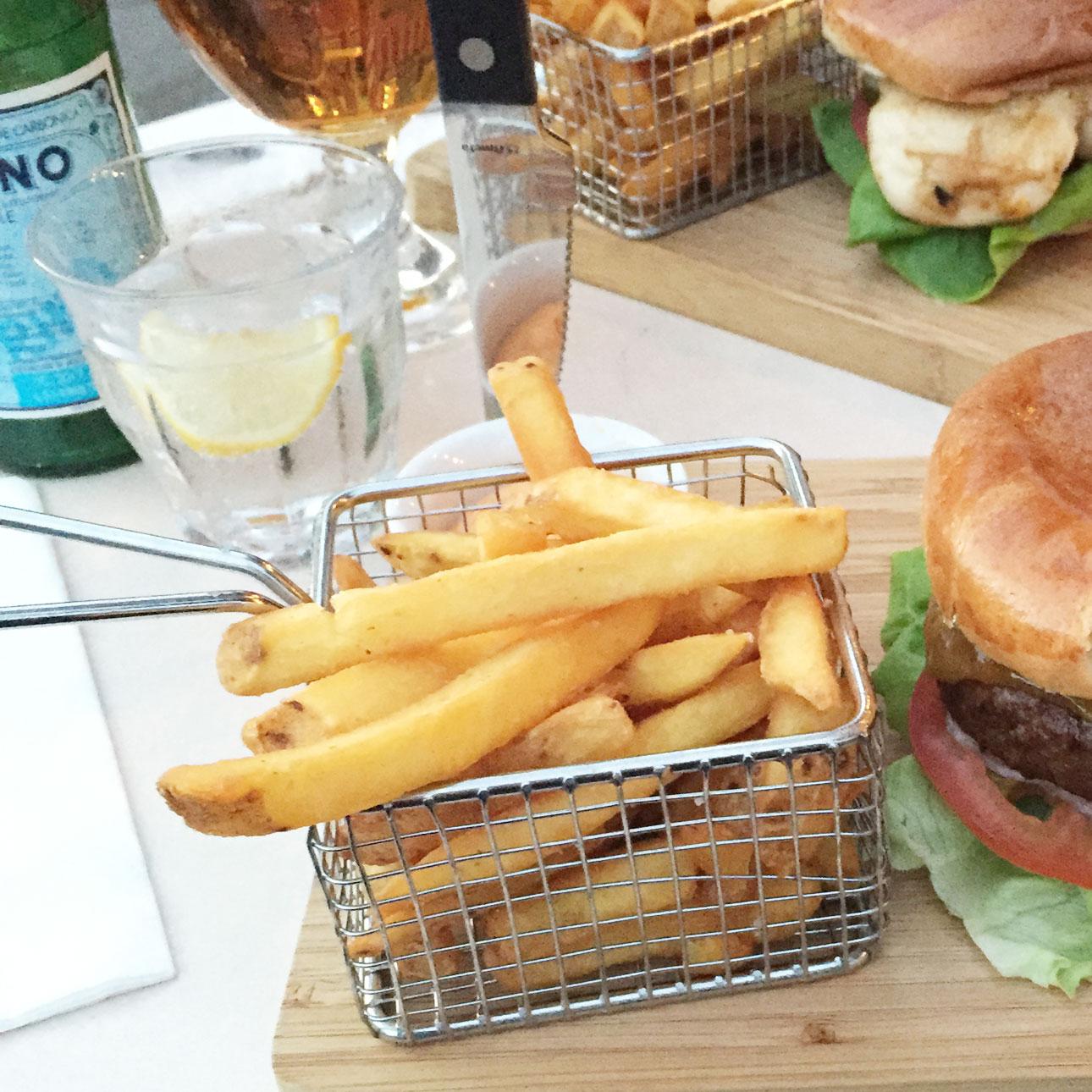 Kopenhagen hotspots Cafe Alma burgers kip