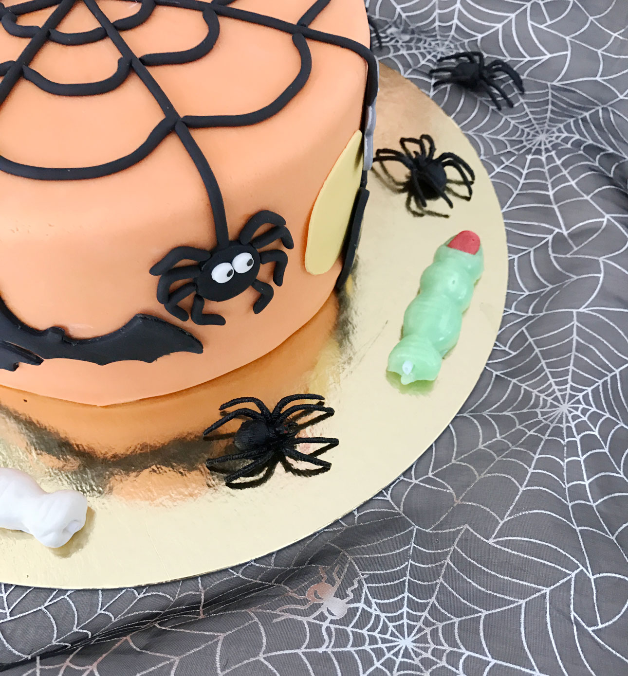 halloween feest taart spinnenweb