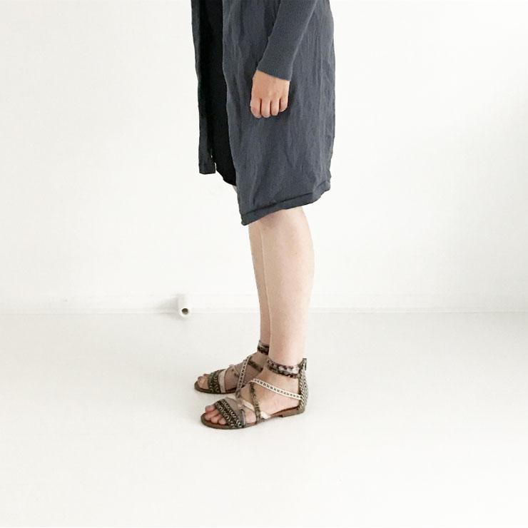 ootd zwarte voedingsjurk grijs lang vest sandalen