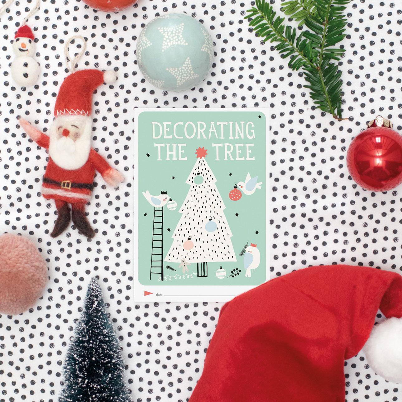 milestone baby's eerste kerst decorating the tree