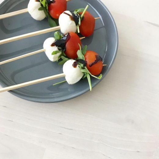 snack salade caprese stokje mozzarella tomaat rucola