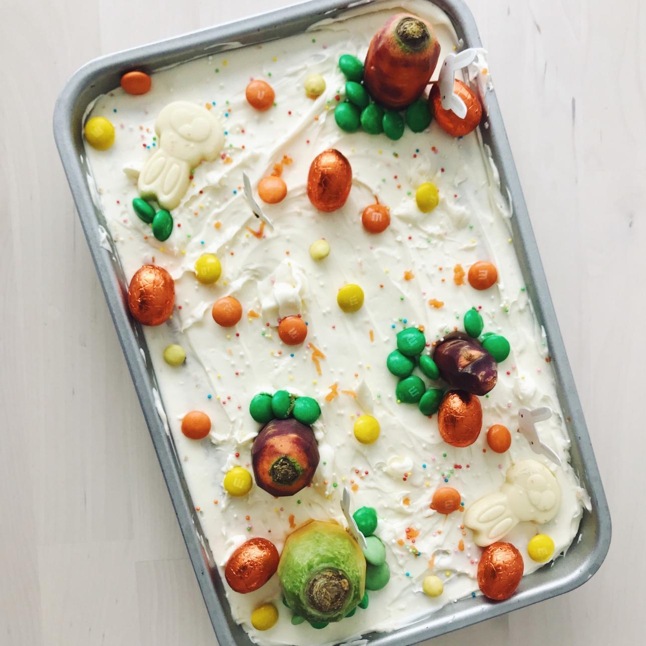 pasen carrot cake worteltaart versierd paaseitjes