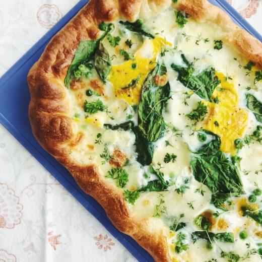 pasen ontbijtpizza ei kruiden tuinkers pizzadeeg