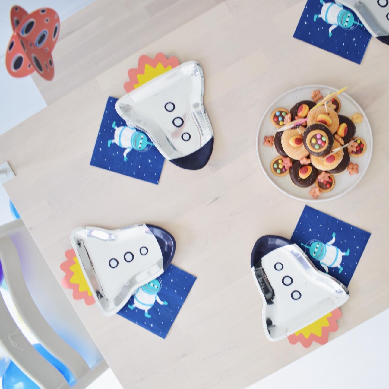 space party kinderfeestje tafel dekking