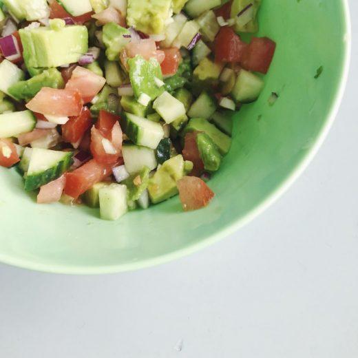 salade tomaat komkommer avocado
