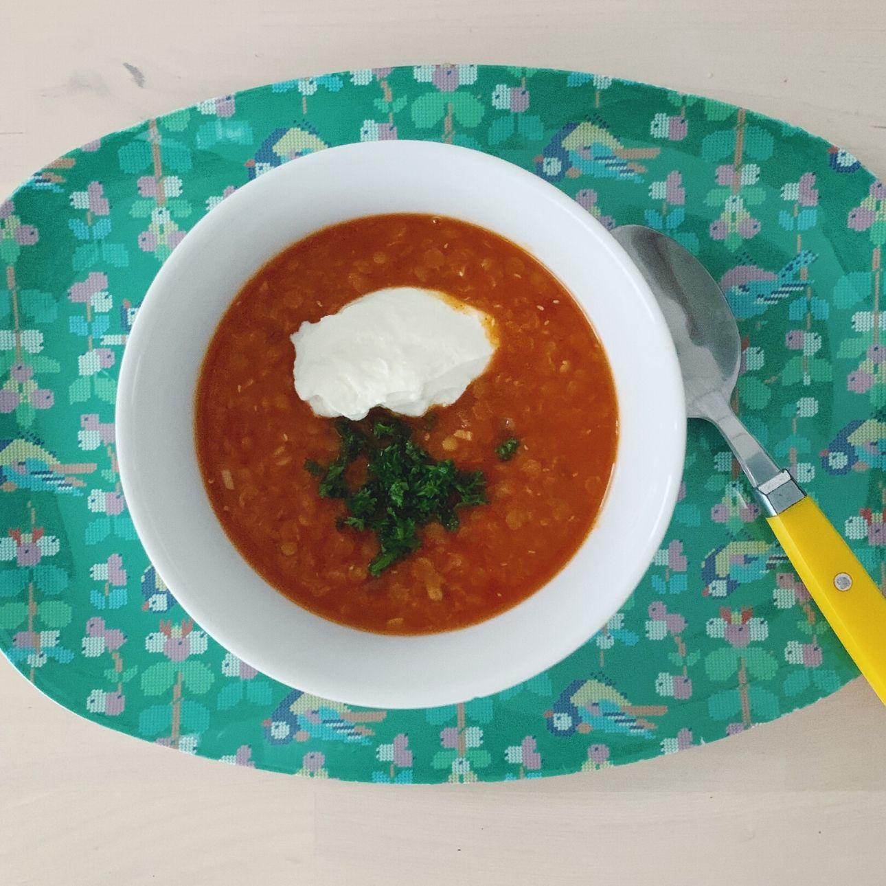 vegetarische linzensoep met tomaat