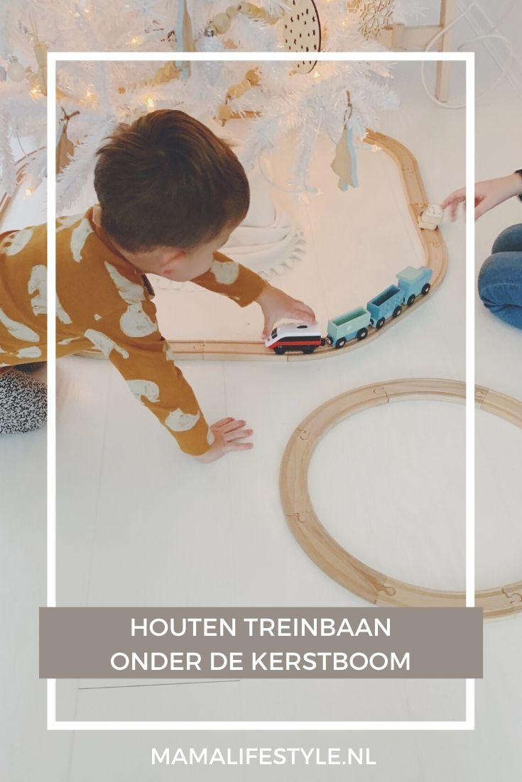 Pinterest - houten treinbaan kerstboom wit