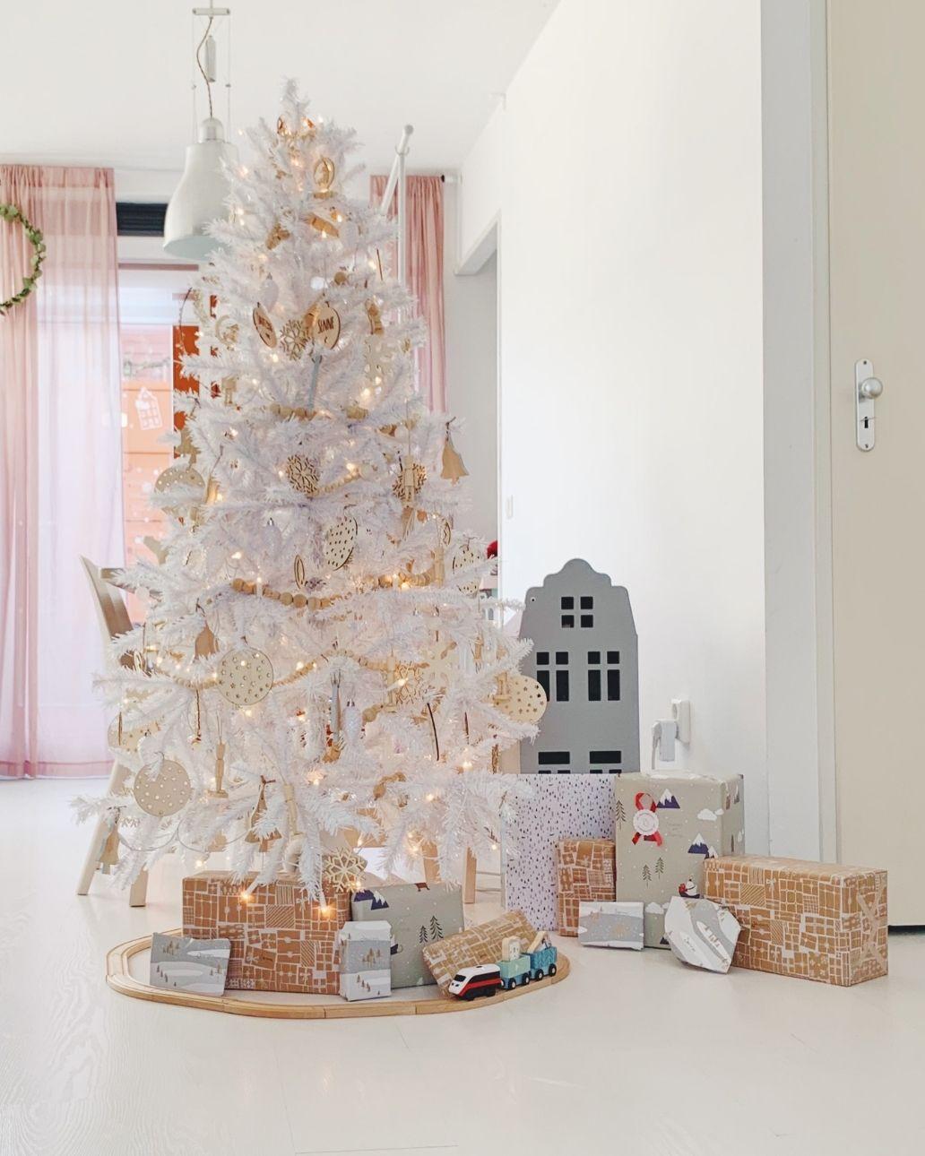 witte kerstboom houten treinbaan (1)